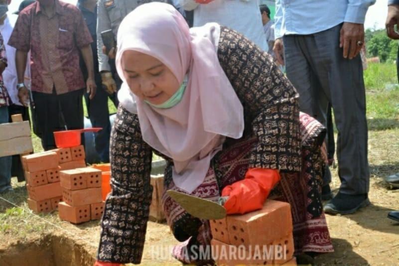 Bupati Muaro Jambi hadiri acara peletakan batu pertama pembangunan Ponpes Darul Arifin Jambi